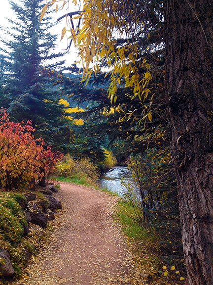 pathway-to-the-ampitheatre-web-telluride-10-2016-holly-troy